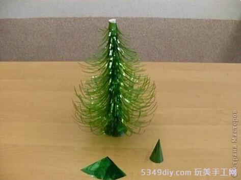 塑料瓶制作的圣诞树